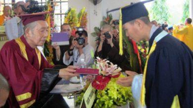 Photo of Trao bằng Cử nhân Phật học các tăng, ni sinh tại Huế