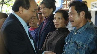 Photo of Phó Thủ tướng tặng quà gia đình chính sách ở Huế