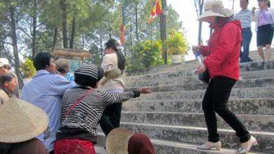 """Photo of Du khách bị ăn xin """"vây"""" tại Trung tâm Thánh tích Quán Thế Âm"""
