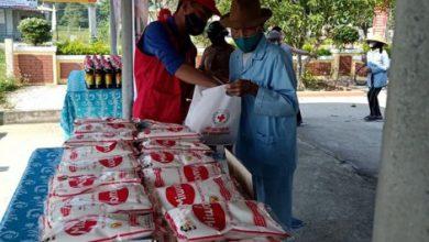Photo of Xây nhà tình thương và tặng hàng trăm suất quà cho người nghèo
